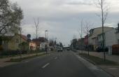 Straße in Britz in Richtung Bahnhof